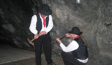 """Rallerar"" People working in the mine"
