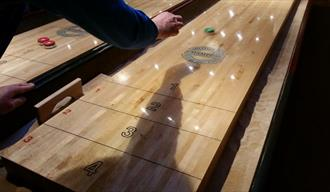Shuffleboard Tournament - Amadeus Sportscafe